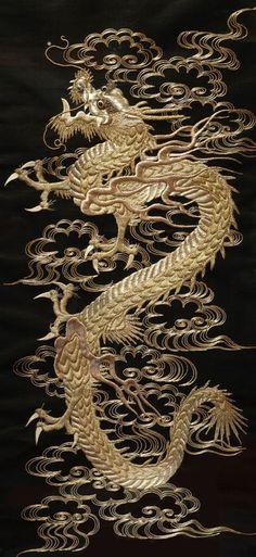 Dragon scroll : Embroidery : Japan : ドラゴンスクロールシルクと銀糸の刺繍、日本。1868年から1912年