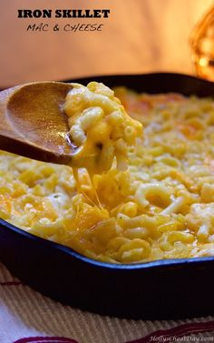 iron-skillet-mac-and-cheese | hollyscheatday.com