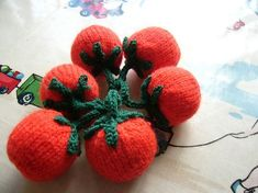 """Knitted Vine Tomatoes - Free Pattern - PDF Format - Click to """"download"""" here: http://www.ravelry.com/patterns/library/knitted-vine-tomatoes"""