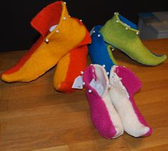 Die närrische Zeit beginnt genauJETZT! Hier mal verschiedene Harlekin/Schnabel Schuhe, die ich ausselbst erstellter Anleitung gestrickt habe. Ich habe immer ein Paar gestrickt und wusste erst nac...