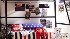 Le rêve américain fait immersion dans la chambre des ados, brandissant haut et fier, le drapeau des Etats-Unis. Une note bleue, blanc, rouge parée ...