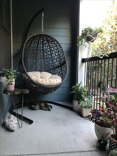 33 comfortable swing chair ideas for backyard decor - Page 2 of 33 - Rubyrui Farmhouse Table Chairs, Dining Room Table Chairs, Wayfair Living Room Chairs, Balcony Furniture, Home Decor Furniture, Small Porch Decorating, Cosy Apartment, Small Balcony Design, Outside Patio