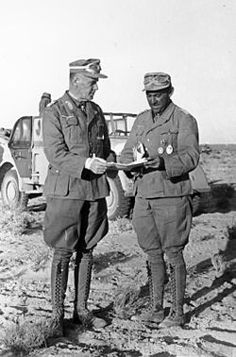 Ludwig Crüwell (à gauche) en compagnie de Fritz Bayerlein (Afrique du nord, janvier 1942), pin by Paolo Marzioli
