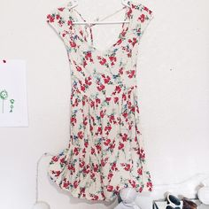 Floral summer dress Sweetheart cut top, worn twice, ties at the back Hollister Dresses