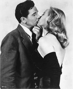 Nobody Lives Forever John Garfield & Faye Emerson Classic Film Noir, Classic Movies, Golden Age Of Hollywood, Classic Hollywood, Crimes And Misdemeanors, John Garfield, Bogart And Bacall, Rita Hayworth, Vintage Photography