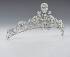 The de Lannoy Tiara. This 270 diamonds tiara was created in 1878 for the de Lannoys jeweler Altenloh from Brussels
