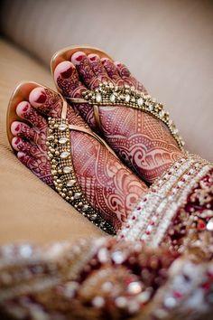 photo courtesy of www.asiya.khaki.org mehendi by www.MagicalMehendi.com,