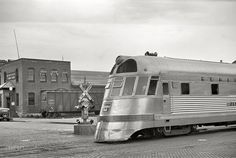 Burlington Zephyr streamlined diesel passenger train in La Crosse, WI, 1939 negative by Arthur Rothstein for the Resettlement Administration). Nebraska, Wyoming, La Crosse Wisconsin, Missouri, Shorpy Historical Photos, Iowa, Illinois, Old Trains, Vintage Trains