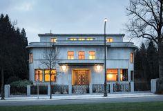 VILLA EMPAIN, Brussels, Belgium     Bijou Art Déco bâti en 1934 d'après les plans de l'architecte Michel Polac    http://www.ma2.be/fr/projets/villa-empain
