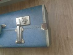 See how I made my vintage suitcases into unique looking shelves! Old Trunk Redo, Suitcase Shelves, Old Trunks, Diy Drawers, Vintage Suitcases, Candy Cards, Built In Shelves, How To Make Diy, Diy Interior