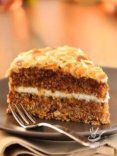 Carrot cake, cocoa and almonds - La Torta di carote, cacao e mandorle è il dessert facile che piace davvero a tutti. E poi è così buona, delicata e morbida. Un dolce per tutta la famiglia!