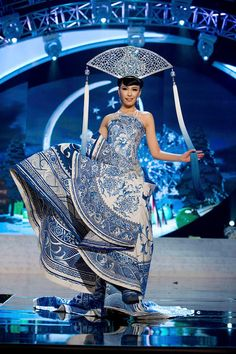 MIss Universe National Costumes 2012  MIss China