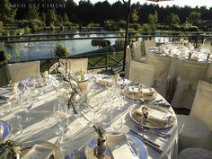 Terrazza bordo lago con vista sul parco per ricevimenti all'aperto e ristorante à la carte