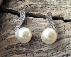 Pearl & Crystal Stud Earrings, Ricki 4 Ivory Pearl, Bridal Jewellery, Wedding Earrings, Simple Lines, Fashion Advice, Luxury Wedding, Ear Piercings, Jewelry Collection, Vintage Inspired