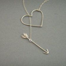 heart with arrow necklace Cute Jewelry, Jewelry Box, Jewelry Accessories, Fashion Accessories, Fashion Jewelry, Jewelry Making, Jewlery, Arrow Jewelry, Heart Jewelry