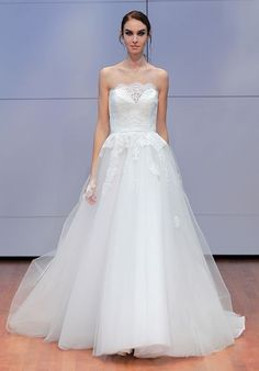 Tendance Robe du mariage 2017/2018  Illusion ball gown wedding dress with sweetheart neckline and layered tulle skir