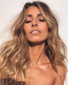 Pinterest: DEBORAHPRAHA ♥️ beautiful blonde hair with huge curls, amazing hairstyle
