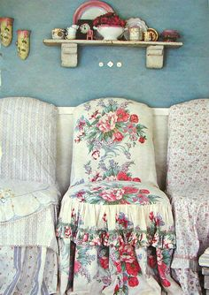 The Country Farm Home: Farmhouse Chic Slipcovers parson chairs ruffles skirt gathered Cottage Shabby Chic, Style Shabby Chic, Cozy Cottage, Shabby Chic Homes, Shabby Chic Decor, Cottage House, Cottage Style, Furniture Slipcovers, Upholstered Chairs