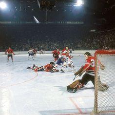Great Hockey Photos You've Just Seen for the First Time! Hockey Shot, Hockey Goalie, Hockey Teams, Hockey Players, Ice Hockey, Hockey Rules, Hockey Stuff, Blackhawks Game, Chicago Blackhawks