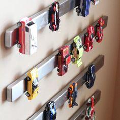 """Voltando a idéia dos magnéticos: barras para """"guardar"""" carrinhos dos meninos!! I #tips4decor #semanadacriança #semanadobebê I  via Pinterest I info  011-95079-9971 by tips4decor"""