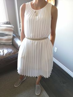 WHITE PLEADED DRESS Today is one of those days that you feel nothing looks good. Feeling Nothing, How Are You Feeling, Business Casual, Michael Kors, Summer, How To Wear, Outfits, Dresses, Fashion