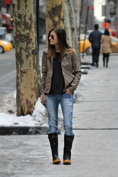 Outwit The Weather || #Joules bee rain boots / wellies, #FlyingMonkey #EastandLo ripped denim skinny jeans, Casual rainy day outfit, NYC street style, spring fashion, new york fashion blogger #tobebright