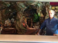 Il Maestro Luigi ogni anno si diverte a plasmare con le sue mani carta, sassi e legna per costruire un presepe.  Il tutto all'insegna della tradizione e dell'artigianato.