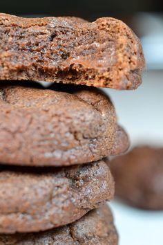 Flourless Fudgy Chocolate Cookies (gluten free, sugar free, keto) Paleo Cookies, Paleo Treats, Gluten Free Cookies, Sugar Free Treats, Sugar Free Desserts, Paleo Dessert, Delicious Desserts, Best Paleo Recipes, Chocolate Cookies