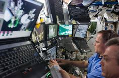 http://upload.wikimedia.org/wikipedia/commons/1/19/STS-128_ISS-20_Destiny_Canadarm2.jpg