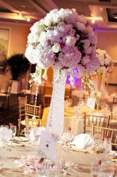 Stylish Wedding Centerpiece | Events by Dream Makers - Florida | #floral #decor #wedding #centerpieces #flower