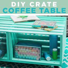 Make a Mobile Outdoor Coffee Table From Wooden Crates DIY Crate Coffee Table - Mobilier de Salon Wooden Crate Coffee Table, Diy Wooden Crate, Outdoor Coffee Tables, Crate Bench, Crate Table, Diy Table, Home Decoracion, Bois Diy, Creation Deco