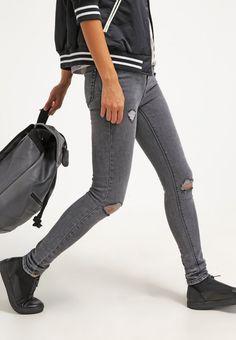 Coole #Jeans in #Grau von #New #Look. Die Jeans punktet mit ihren #Used #Effekten. ♥ ab 24,95 €
