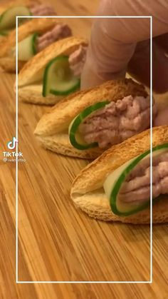 Food Platters, Food Dishes, Amazing Food Videos, Food Carving, Tea Time Snacks, Food Garnishes, Food Decoration, Cafe Food, Yummy Appetizers