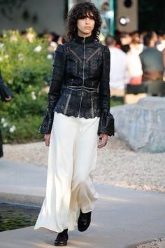 Les découpes de cuir façon Monogram vues au défilé Louis Vuitton croisière | Vogue