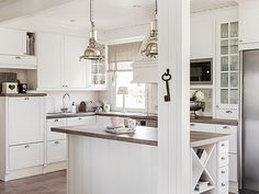 Hella puhdas valkoinen keittio 3 iso