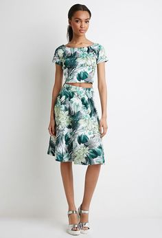 Celebrate spring with this palm-printed skirt.