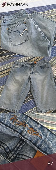 Cute Capris! Reposh - cute light wash capris size 18 Not sure of the brand, if you can read it in the last pic, let me know lol  these are in GREAT USED CONDITION. But they were too big for me☹️ Jeans Ankle & Cropped