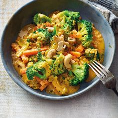 Brócoli al curry con lentejas rojas Rezepte Healthy Dinner Recipes, Healthy Snacks, Vegetarian Recipes, Healthy Eating, Cooking Recipes, Vegetarian Curry, Snacks Recipes, Broccoli Curry, Red Lentil Recipes