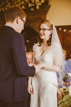 23 Photos Of Beautiful Brides Rocking Their Glasses-I want to look this gorgeous on my wedding day