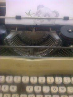 uso mi maquina de escribir para dibujar