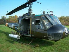 1965 Huey Gunship UH-1E Ex-Vietnam Bell Helicopter
