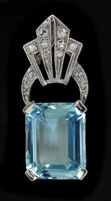 Vintage Jewelry Art An Art Deco Aquamarine and Diamond Pendant corner. Dog Jewelry, Art Deco Jewelry, Fine Jewelry, Jewelry Design, Art Deco Fashion, Fashion Jewelry, Ladies Fashion, Fashion Fashion, Antique Jewelry