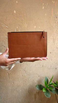 Caramel Lizzie, Chiaroscuro, India, Pure Leather, Handbag, Bag, Workshop Made, Leather, Bags, Handmade, Artisanal, Leather Work, Leather Workshop, Fashion, Women's Fashion, Women's Accessories, Accessories, Handcrafted, Made In India, Chiaroscuro Bags - 8