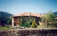 Casa rural La Rectora. lAntigua casa rectoral de dos plantas, que data de 1650. Totalmente rehabilitada y equipada para su contratación integra. Situada en un entorno natural de Asturias a 3 kms de Infiesto. http://www.larectoral.es/