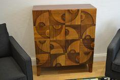 Console 16 tiroirs en carton. Peinture faux bois par Claire Jaudeau - Angers www.mobilier-carton-sur-mesure.com