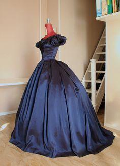 b0828423f54e Victorian ball gown in blue taffeta with lace application and beading. 1860  Ball gown. Abbigliamento StoricoAbito StoricoAbiti Da Ballo ...