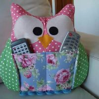 I'm adding pockets to organize the remotes/controllers! (the pockets will be on the reverse side of the pillows (backside) Owl Crafts, Diy And Crafts, Arts And Crafts, Sewing Crafts, Sewing Projects, Remote Holder, Owl Cushion, Sewing Pillows, Creation Couture