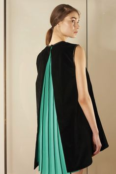 Vionnet Pre-Fall 2015 - Collection - Gallery - Style.com peekaboo green pleats…
