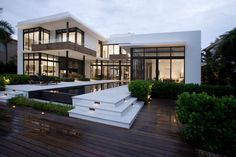 37 Stunning Contemporary House Exterior Design Ideas You Should Copy - Today, contemporary house plans are very intelligently designed to give utmost comfort to the people. These plans not only feature flexible floor spac. Dream Home Design, Modern House Design, Villa Architecture, Architecture Layout, Modern Mansion, Modern Houses, Modern House Exteriors, Fancy Houses, Cool Houses
