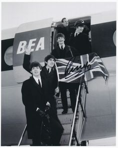 Beatles 8X10 GLOSSY PHOTO OF THE BEATLES LANDING IN USA SIGNED BY RINGO STARR!